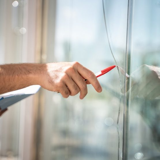 8 Benefits To Hiring A Professional Glass Company